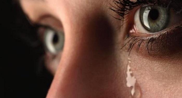 فوائد البكاء وأنواع الدموع التي يفرزها الإنسان