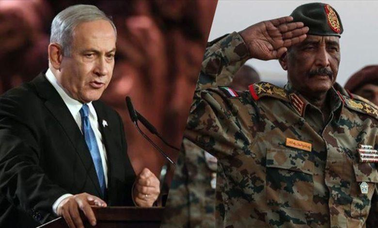 رئيس مجلس السيادة في السودان (يمين) ورئيس الوزراء في إسرائيل