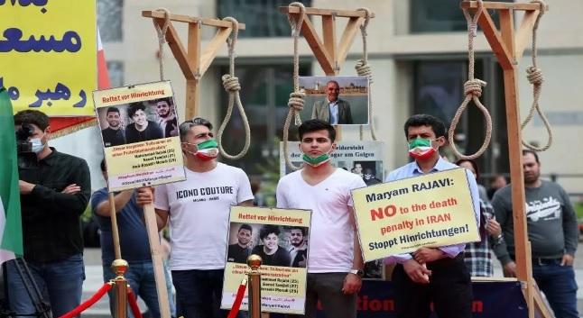 قالت إيران إنها كشفت عن 290 من عملاء المخابرات المركزية الأمريكية