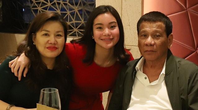 ورفض الرئيس الفلبيني فرضيات أن تكون ابنته قد تخلفه السنة المقبلة.