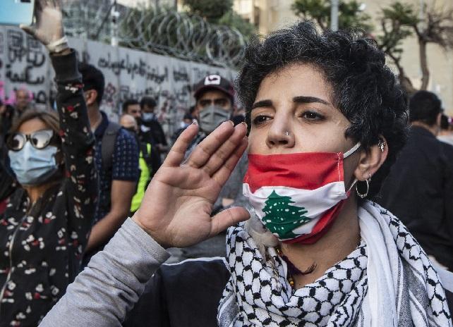 أصيب نظام لبنان المالي بالشلل منذ العام الماضي