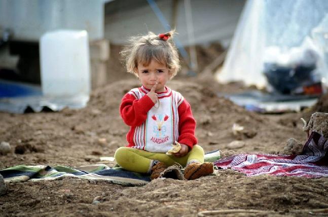 عشرات آلاف من اللاجئين في مخيمات سوريا يواجهون ظروفًا جوية كارثية