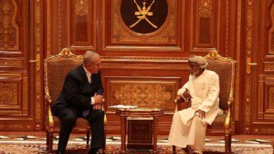 نتنياهو والراحل السلطان قابوس في لقاءٍ قبل وفاة الأخير