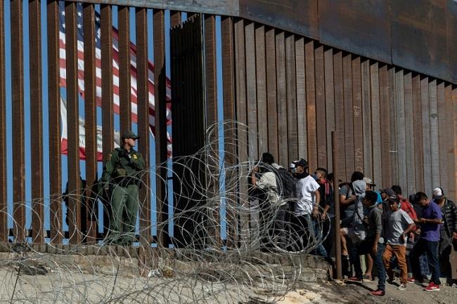 المهاجرين إلى أمريكا