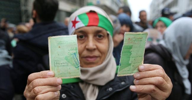 إلغاء قانون تجريد المعارضين من الجنسية الجزائرية