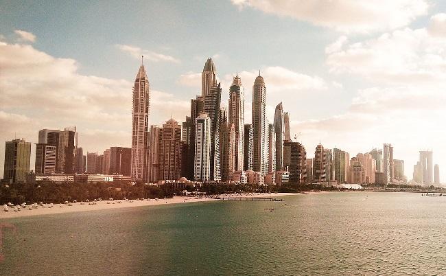 استمرار مغادرة الأجانب يهوي بأسعار العقارات في الإمارات