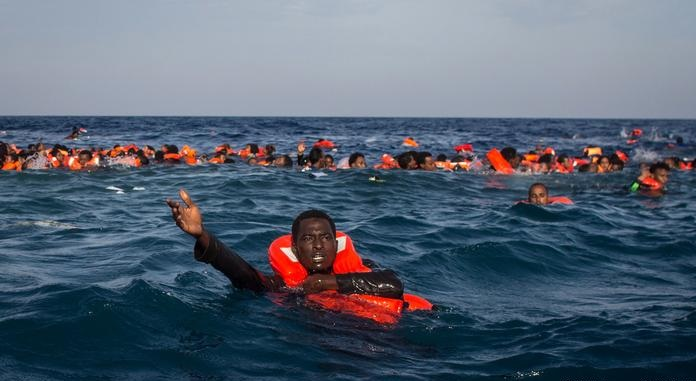 مصرع 41 مهاجر إفريقي بغرق مركب بين تونس وإيطاليا