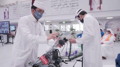 طلاب الثانوية في قطر يتعلمون صناعة الروبوت