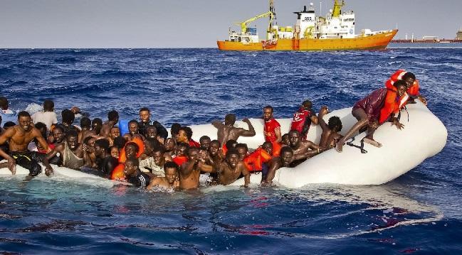270 مهاجرًا تقطعت بهم السبل في البحر المتوسط