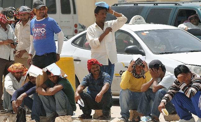 العمال الهنود يغادرون الخليج