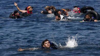 غرق مهاجرين بانقلاب قاربهم في البحر المتوسط