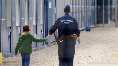 فرنسا تواجه اتهامات بطرد الأطفال المهاجرين
