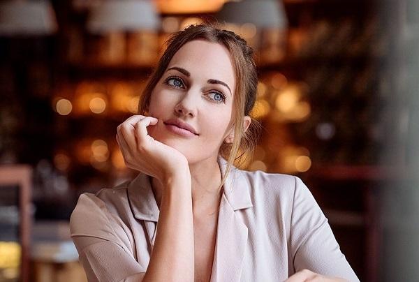 الممثلة التركية مريم أوزرلي المعروفة باسم السطانة هويام