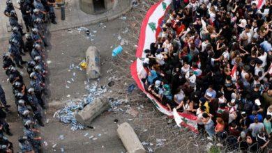 اشتباكات بين متظاهرين وقوات الأمن مع انخفاض الليرة اللبنانية