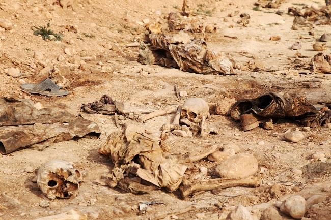 العراق يفتح مقبرة جماعية في نينوى للتعرف على ضحايا تنظيم الدولة