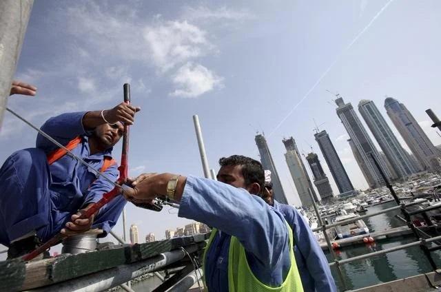 الإمارات تهمل العمالة الوافدة قبيل معرض دبي إكسبو 2020
