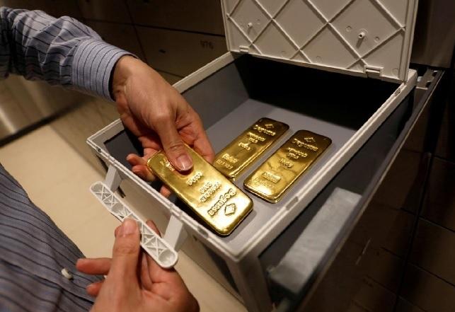 الإمارات متورطة بتهريب الذهب لتمويل النزاعات بين الدول