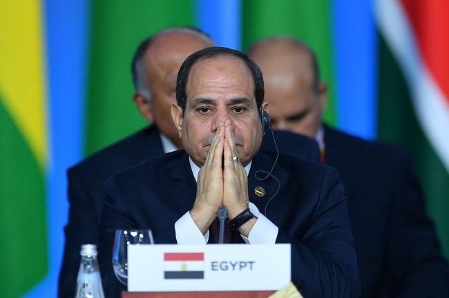 مصر تعتقل رئيس تحرير دعا السيسي للاستقالة