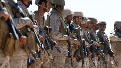 نشطاء يتظاهرون أمام مصنع للأسلحة الأمريكية بسبب بيع الذخيرة للسعودية