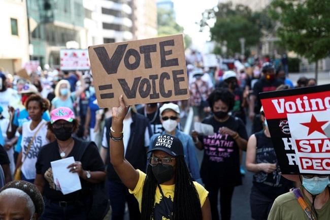 الآلاف يتظاهرون في أنحاء أمريكا للمطالبة بحماية حقوق التصويت