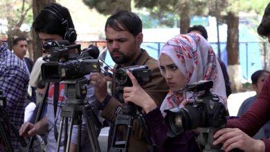 الصحفيون الأفغان يبدأون فصلاً غامضًا تحت حكم طالبان