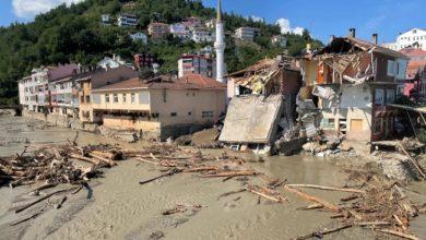 تركيا تُجلي ضحايا الفيضانات مع ارتفاع عدد القتلى إلى 62