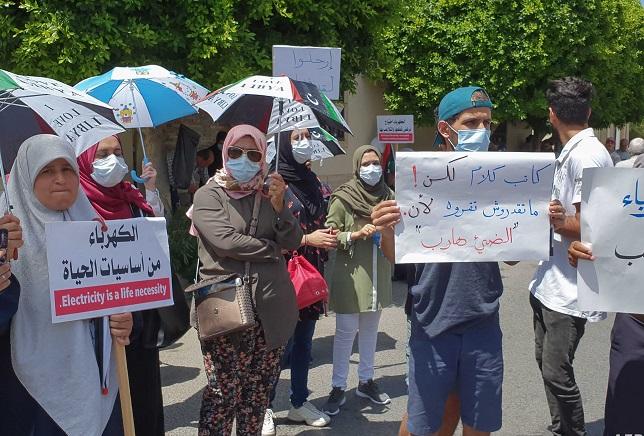 الليبيون يتوقون إلى إنهاء انقطاع التيار الكهربائي اليومي